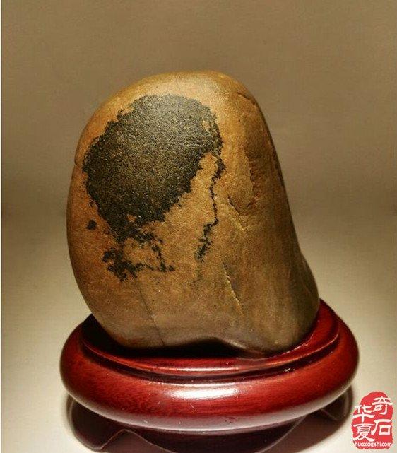 奇石上现李小龙肖像,你看像不像?